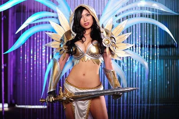 jo-jo-cosplaying-as-tyraels-secret-in-diablo-3-for-blizzcon-2011.jpg
