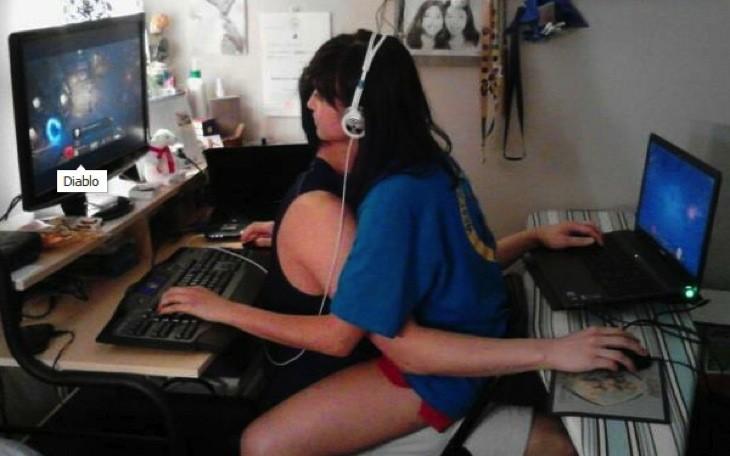 Gamer couple 1