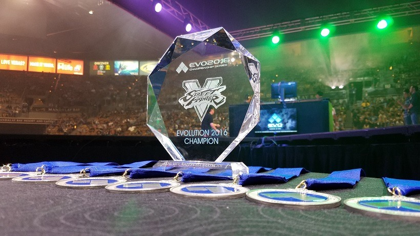 evo2016_trophies_feature