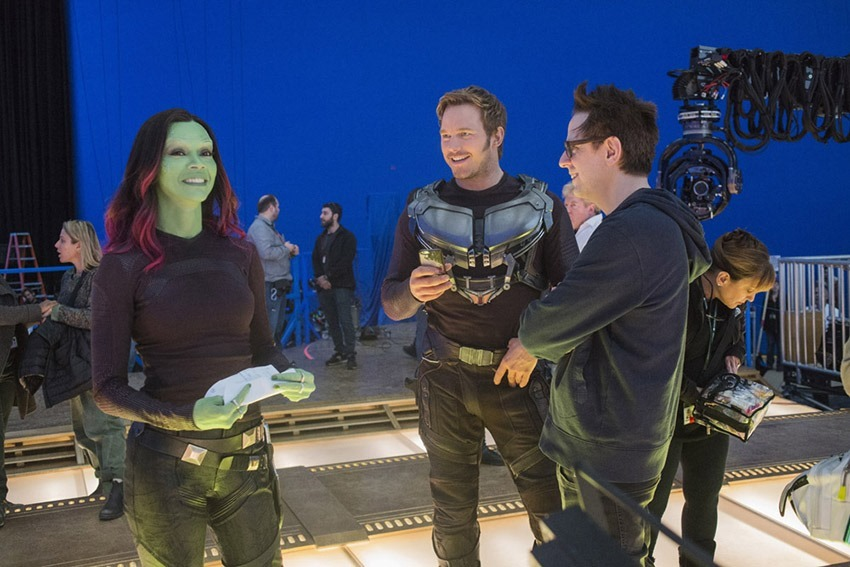 Guardians Of The Galaxy Vol. 2..L to R: Zoe Saldana (Gamora), Chris Pratt (Star-Lord/Peter Quill), and Director James Gunn on set. ..Ph: Chuck Zlotnick..©Marvel Studios 2017